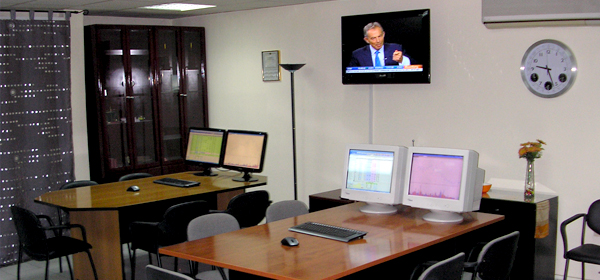 slide Αίθουσα για παρακολούθηση real-time της συνεδρίασης του Χρηματιστηρίου Αξιών Αθηνών & Ξένων Κεφαλαιαγορών